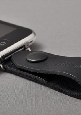 本革製、二つ穴直付 iPhoneストラップ。